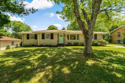 Nashville Single Family Home For Sale: 221 Garrett Dr