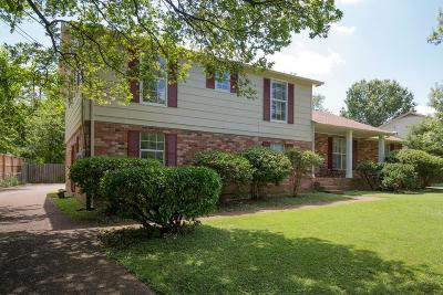 Nashville Single Family Home For Sale: 241 Clearlake Dr