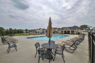Single Family Home For Sale: 910 Gamely Way