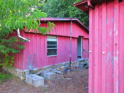 Waynesboro Single Family Home For Sale: 921 Moccasin Creek Rd