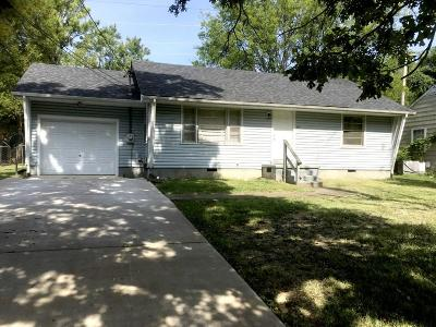Single Family Home For Sale: 915 Nancy Dr