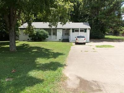 Clarksville Single Family Home For Sale: 616 Dover Rd