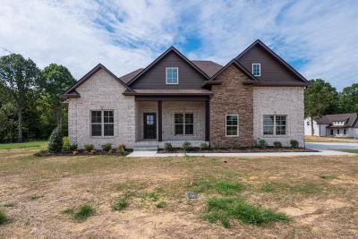 Robertson County Single Family Home For Sale: 5014 Leeds Ct