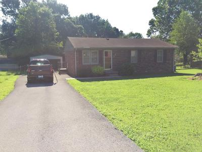 Christian County Single Family Home For Sale: 902 Pyle Lane
