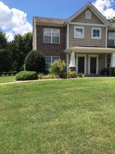Smyrna Condo/Townhouse For Sale: 933 Seven Oaks Blvd #933