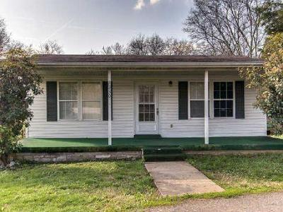 Gallatin Single Family Home For Sale: 2330 Hartsville Pike