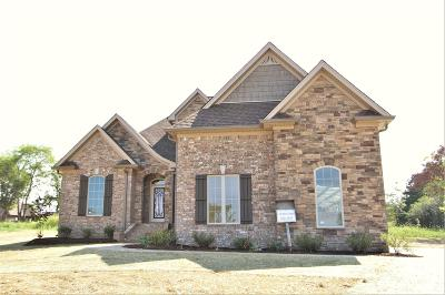 Lebanon Single Family Home Under Contract - Showing: 511 Carriage Lane #132