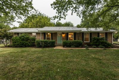 Hendersonville Single Family Home For Sale: 104 Savely Drive