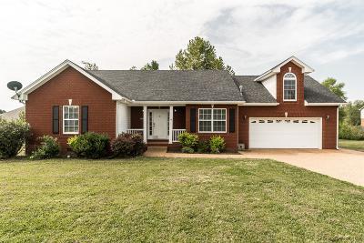 Portland Single Family Home For Sale: 106 Larry Joe Pl