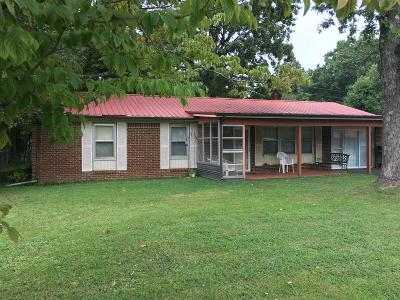 Cookeville Single Family Home Under Contract - Showing: 722 E Jere Whitson Rd