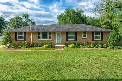 Hendersonville Single Family Home For Sale: 113 Bluewater Dr