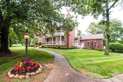 Franklin Single Family Home For Sale: 812 Hawthorne Circle