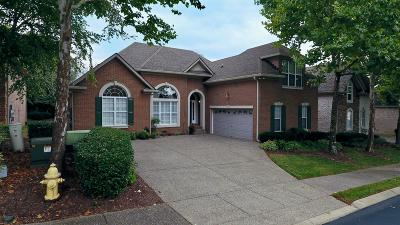 Hendersonville Single Family Home For Sale: 1008 Golf Club Ln E