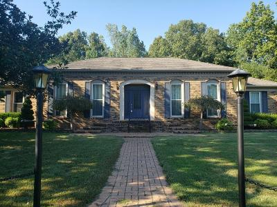 Dover Single Family Home Under Contract - Showing: 121 Timber Dr