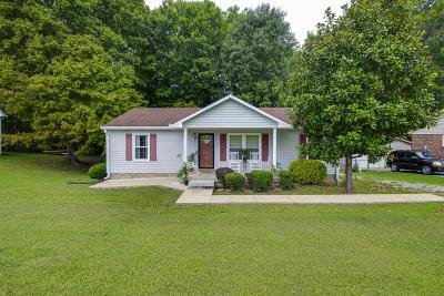 Robertson County Single Family Home For Sale: 301 Cofer Dr