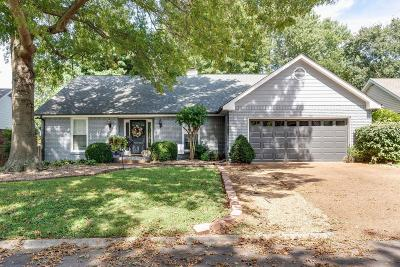 Franklin Single Family Home Under Contract - Not Showing: 220 Julia Ct