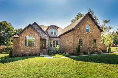 Mount Juliet Single Family Home Under Contract - Showing: 104 Hunter Dr