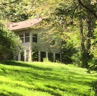 Springfield Single Family Home For Sale: 2400 Tuscarora Trl