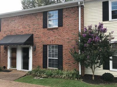 Franklin Condo/Townhouse For Sale: 200 Royal Oaks Blvd Apt L3 #L3