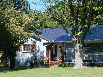 Springfield Single Family Home For Sale: 5074 Hwy 49 W