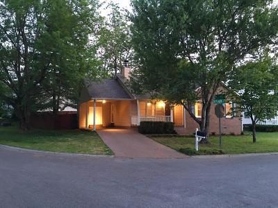 Franklin Single Family Home Under Contract - Showing: 2210 Skylark Ct
