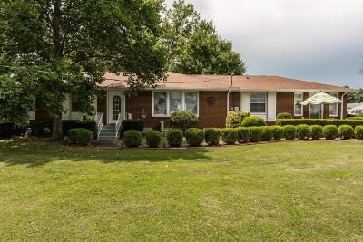 Hendersonville Single Family Home For Sale: 370 Sanders Ferry Rd
