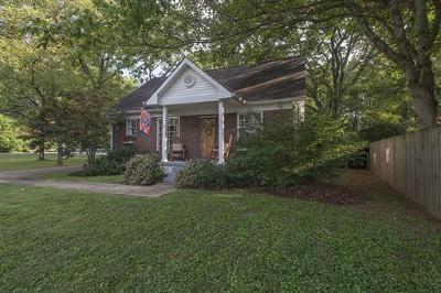 Nashville Single Family Home For Sale: 1003 Maplehurst Ln