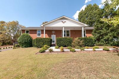 Ashland City Single Family Home For Sale: 105 Pemberton Dr