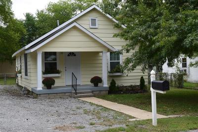 Wilson County Single Family Home For Sale: 721 N Greenwood Ext