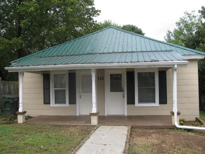Robertson County Single Family Home For Sale: 111 Walnut St