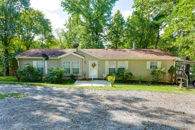 Wilson County Single Family Home For Sale: 678 Laura Ln