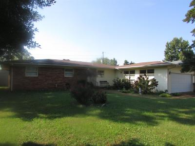 Lawrenceburg Single Family Home For Sale: 535 E Academy Dr
