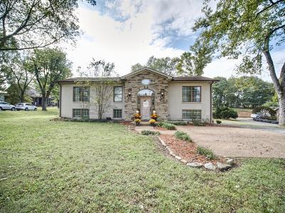 Hendersonville Single Family Home For Sale: 150 Lake Terrace Dr