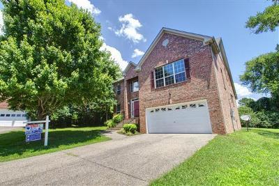 Hendersonville Single Family Home For Sale: 104 Pine Bark Cir