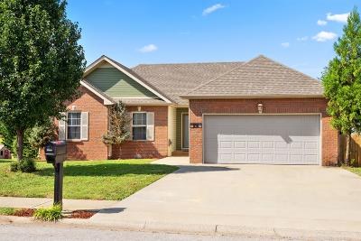 Montgomery County Single Family Home For Sale: 976 Chardea Ct