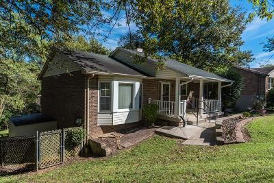 Hendersonville Single Family Home For Sale: 104 Hemlock Ct