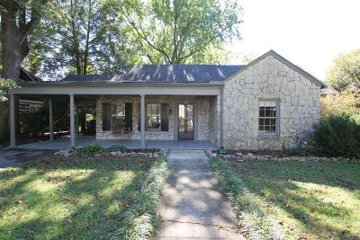 Single Family Home Under Contract - Showing: 806 E Burton St