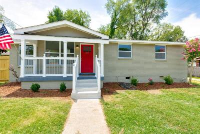 Davidson County Single Family Home For Sale: 208 Cleveland St