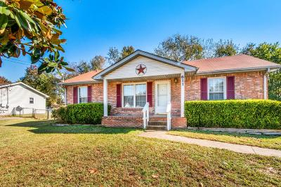 Clarksville Single Family Home For Sale: 611 Joshua Dr