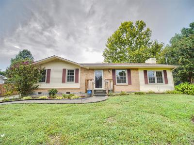 Hendersonville Single Family Home For Sale: 121 Laurel Ln