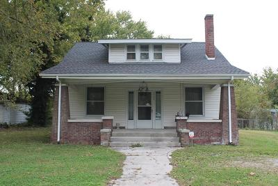 Christian County Single Family Home For Sale: 2704 Canton St