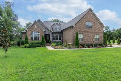 Mount Juliet Single Family Home Under Contract - Not Showing: 814 Guinevere Pt