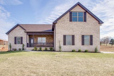 Lebanon Single Family Home For Sale: 1233 Maple Hill Rd