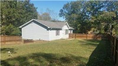 Dover Single Family Home For Sale: 623 Pleasant Hill Rd