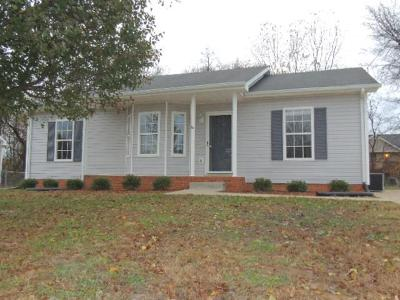 Clarksville Single Family Home For Sale: 2831 Teakwood Dr