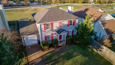 Hendersonville Single Family Home For Sale: 102 Agee Cir W