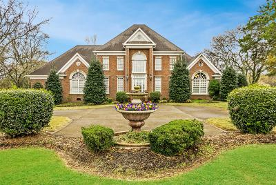 Gallatin Single Family Home For Sale: 2574 Cages Bend Rd