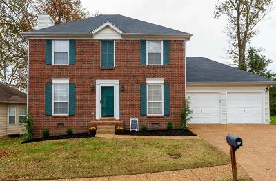 Davidson County Single Family Home For Sale: 532 Forest Pointe Pl