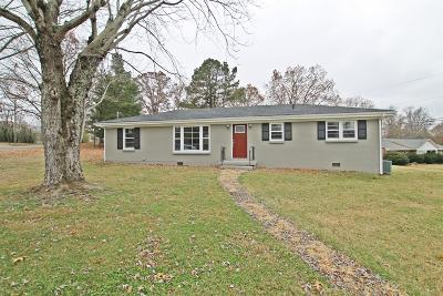 Springfield Single Family Home Under Contract - Showing: 2705 Driftwood Dr