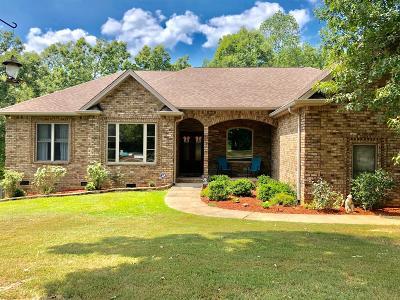 Ashland City Single Family Home For Sale: 136 Cheyenne Trl